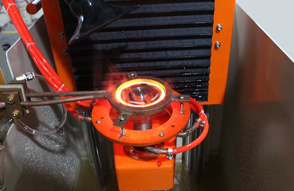 齿轮自动高频淬火机